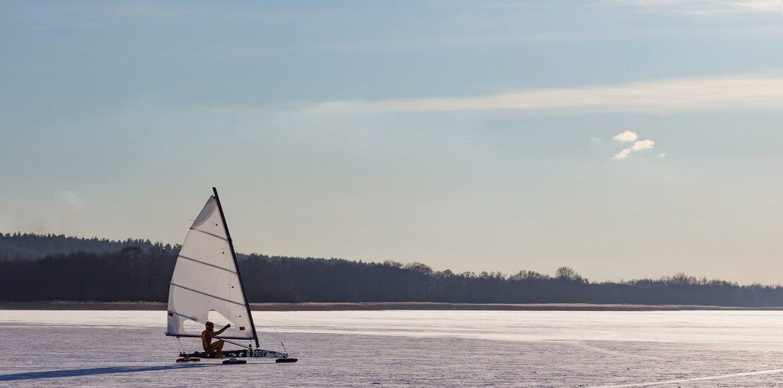 Eissegeln: Mit 100 Stundenkilometern über eine spiegelglatte Fläche