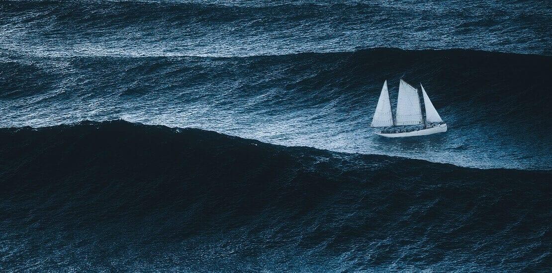Wie verhalte ich mich beim Sturm auf hoher See?