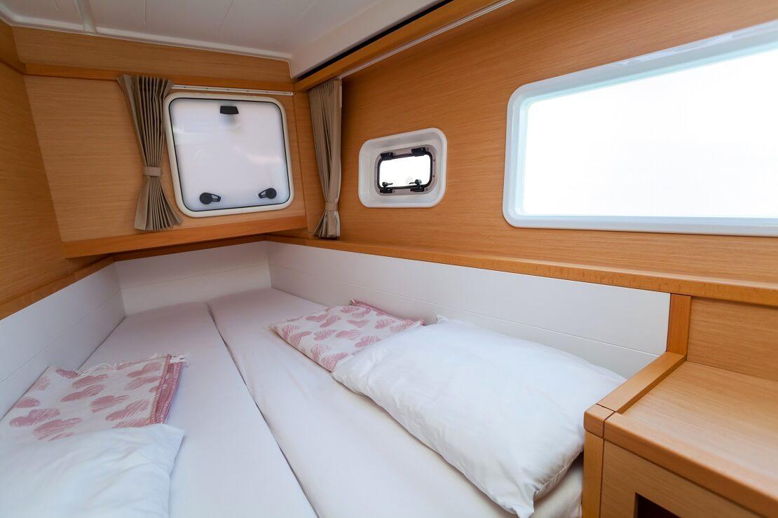 Der Schlafplatz in der Kajüte eines Segelbootes