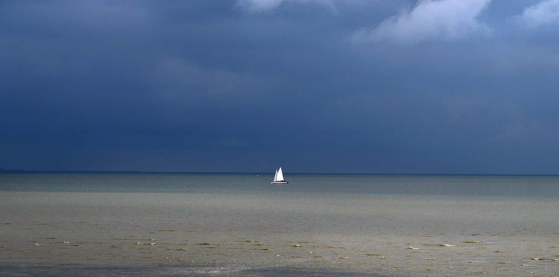 Im Zeichen der Gezeiten: Segeln bei den ostfriesischen Nordseeinseln