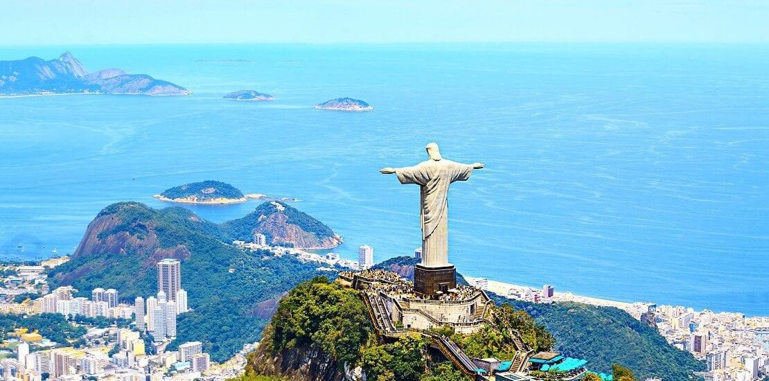 Fantastische Buchten in den Gewässern bei Brasilien erkunden