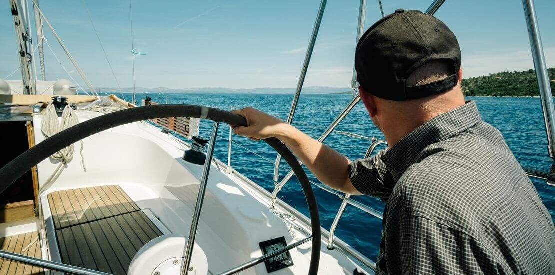 Aufmerksam segeln für die Sicherheit an Deck