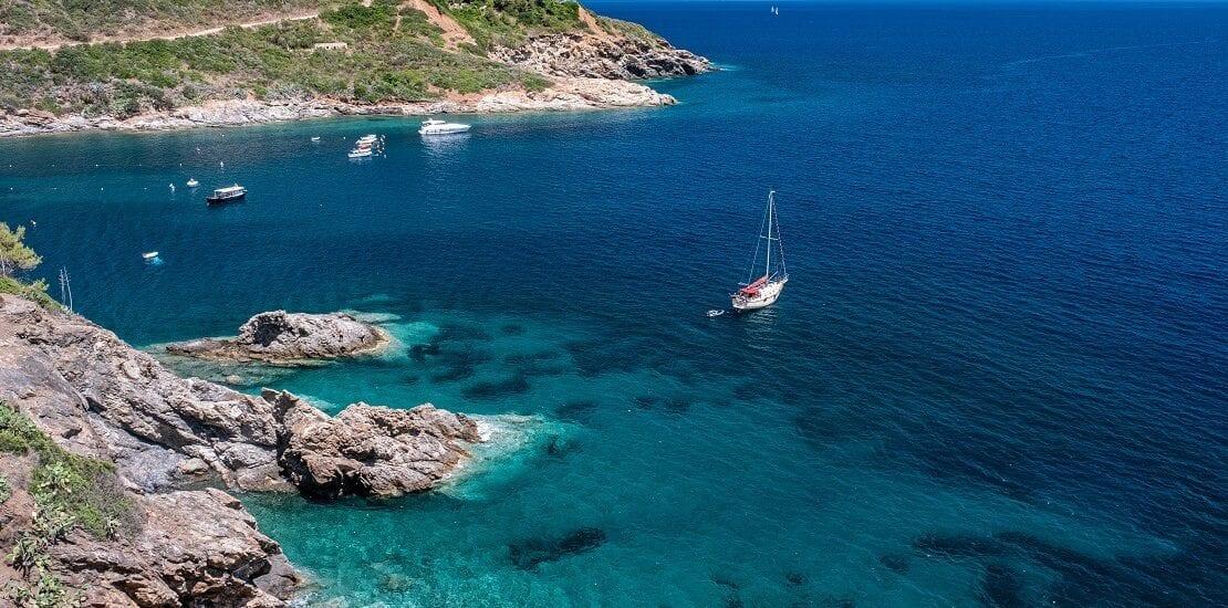 Aufregender Segeltörn vor der Küste von Italien