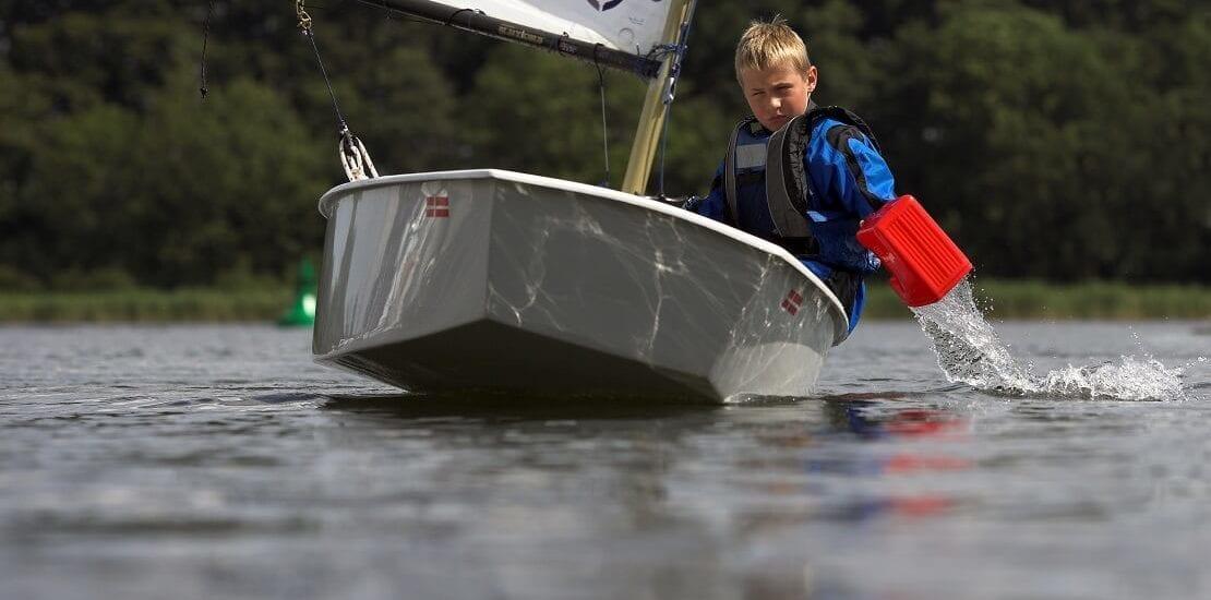 Mit der Jolle übers Wasser: Segeln für Kinder