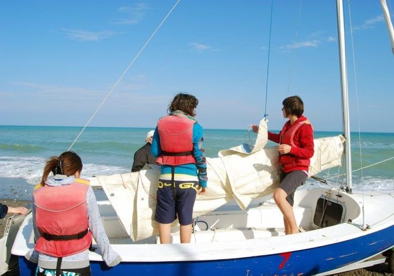 Segelboot-Spiele und Spaßrennen