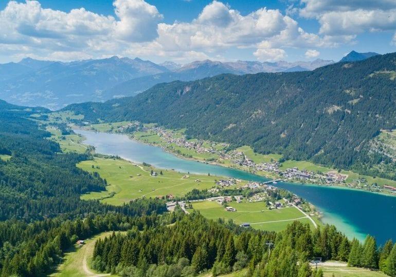 Der Weissensee: Das in allen Blautönen schimmernde Gewässer in Kärnten