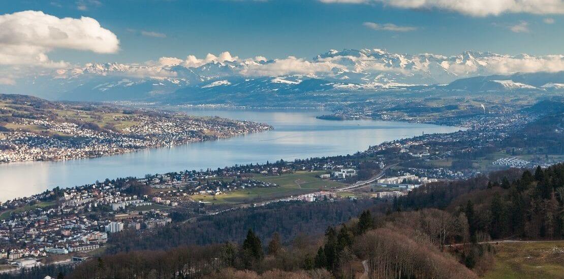 Der Zürichsee: Segeln zwischen ursprünglicher Natur und Großstadttrubel