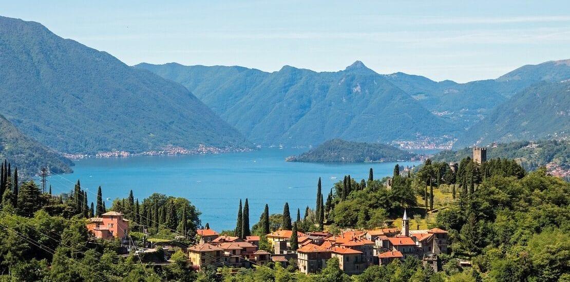 Segeln auf dem Comer See: Eingebettet in den Alpen Norditaliens