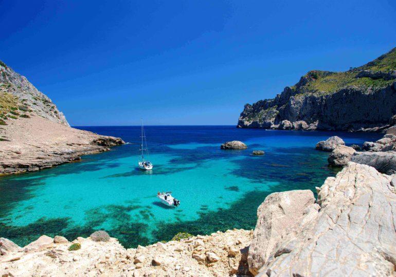 Segeln zu den entlegensten Orten - 3 der schönsten Inseln für einen Törn