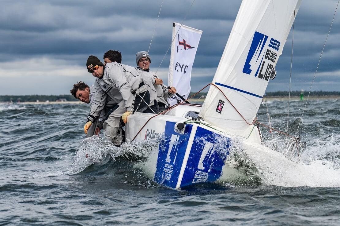 Kieler Yacht-Club auf dem Boot in Aktion